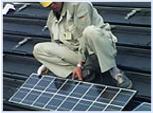 屋根の上に太陽電池